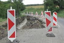 Silnice mezi Cetechovicemi a Střílkami se opravuje