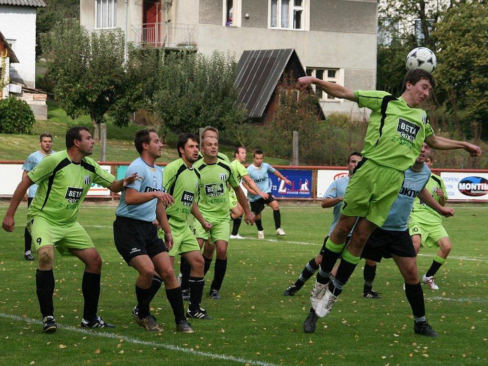 Fotbalisté Míškovic B (v zeleném) vyhráli v Mysločovicích 3:1