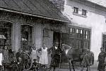 SKAŠTICE. 30. léta. Když ještě auta nejezdila, byl v obci potřeba kovář. Ve Skašticích se tomuto řemeslu věnovali v kovárně Silvestra Navrátila.