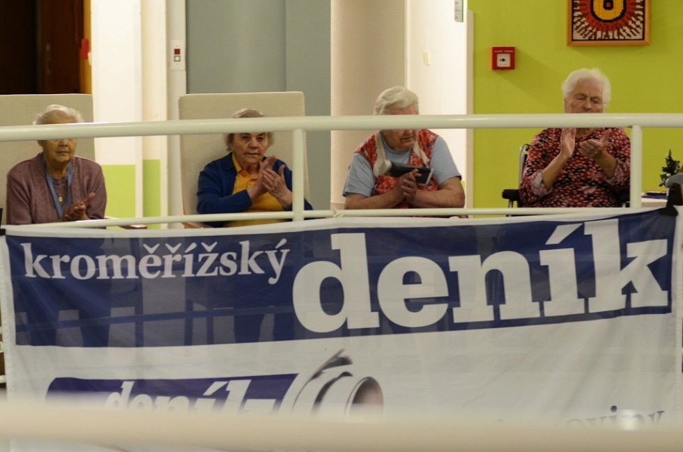Vystoupení pěveckého sboru Ave v domově pro seniory u Moravy v rámci akce Česko zpívá koledy.