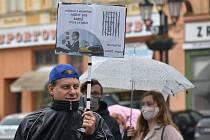 Demonstrace Milion chvilek pro demokracii na kroměřížském Velkém náměstí. 9.6.2020