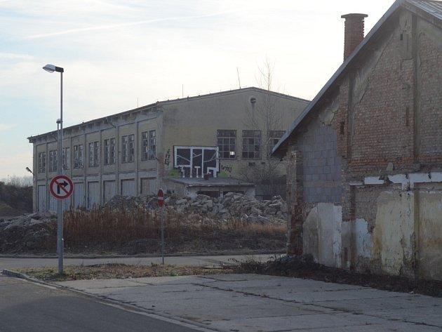 Polorozpadlá budova v Kroměříži za Tescem.