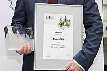 Kroměříž se v anketě stala nejlepším Městem pro byznys ve Zlínském kraji: ocenění převzal místostarosta města Radek Vondráček.