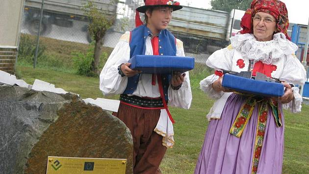V úterý 11. srpna 2009 byla v Hulíně v areálu Čističky odpadních vod slavnostně zahájena její rekonstrukce. Hosté také kladívkem poklepali základní kámen.