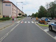 Hulín - Pátrání po svědcích dopravní nehody vyhlásila kroměřížská dopravní policie. K havárii došlo uplynulý pátek 15. června ve 14.40 hodin na přechodu pro chodce u křižovatky ulic Záhlinická a Československé armády v Hulíně (na snímku): osobní auto Peug