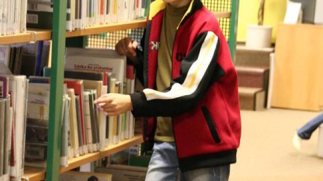 Mezi literaturou budou dnes v knihovnách spát malí nocležníci.
