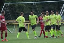 Fotbalisté Skaštic ve žlutém. Ilustrační foto