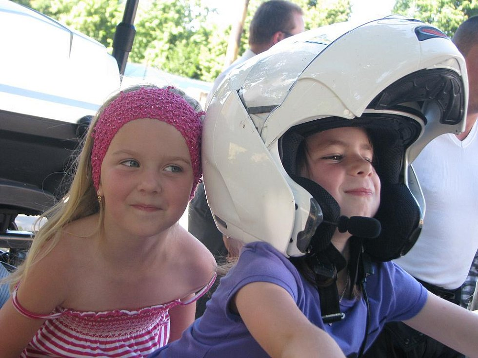 Ve Zborovicích se v sobotu 3. července 2010 konala akce Hurá na prázdniny. Děti mohly opékat špékačky, jezdit na koloběžkách či ve tříkolce, prohlédly si také policejní auta a motorky.