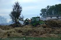Ve Skašticích se v sobotu 27. srpna ráno vznítila hala u jezdeckého areálu.