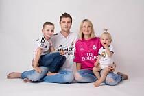 Útočník Bystřice pod Hostýnem David Krajcar s manželkou a dětmi v dresu Realu Madrid.