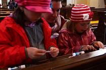 Brány stovek kostelů po celé republice se otevřely v pátek večer. Výjimkou nebyl ani Holešov, kde byl pro návštěvníky připaven program v kostele Nanebevzetí Panny Marie, v Domě u svatého Martina i v kostele svaté Anny.