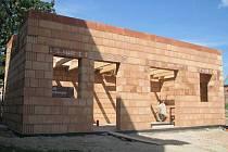 V Cetechovicích vzniká v těchto dnech nová budova, která poslouží jako sklad pro obecní techniku.