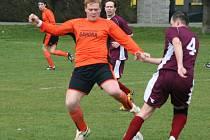 OPRAVA. Fotbalisté Lubné ( oranžové dresy) budou chtít navázat na vítěznou sérii.