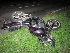 Při sobotní nehodě mezi Třeběticemi a Holešovem motorkář nezvládl předjíždění. Policisté hledají svědky nehody.