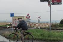 Železniční přejezd v Holešově – Všetulích bude přebudován na přechod. Zůstane tam možnost přechodu pro pěší a cyklisty, nikoli však pro vozidla.