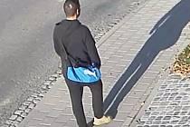 Policie žádá o pomoc při ztotožnění tohoto muže. Lidé mohou kontaktovat policii na bezplatné lince 158.