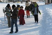 Tradiční Vodění medvěda pořádali dobrovolní hasiči v sobotu 21. února v Prusinovicích. Slavnostní průvod tvořilo zhruba třicet nejrůzněji zamaskovaných lidí.