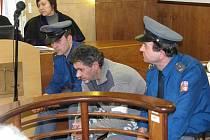 V úterý 19. února skončilo u kroměřížského okresního soudu líčení s Vladimírem Dolníčkem z Hulína. Odešel s pětiletou podmínkou za týrání otce a zranění strýce.