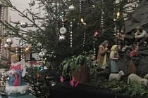 Kostel sv. Mořice v Kroměříži se pyšní krásným vánočním Betlémem. Nechybí ani anděl, který poděkuje za každý dar.