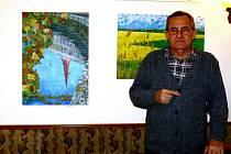 Josef Mačák vystavuje své obrazy v Radničním sklípku v Kroměříži.