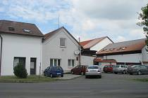 V úterý 5. května byla na jatkách v Holešově u jedné krávy objevena nebezpečná nemoc šílených krav – BSE.