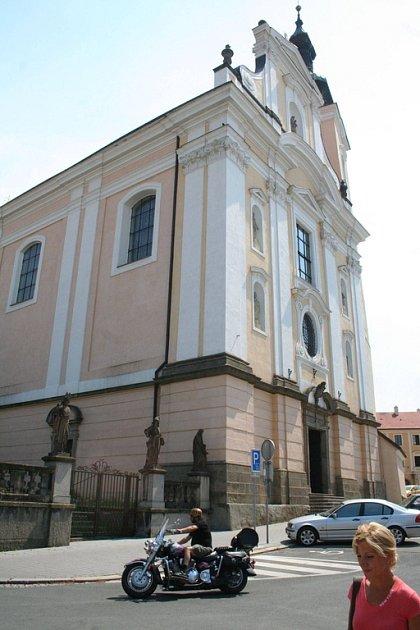 Balustrádu u kostela Blahoslavené panny Marie čeká letos oprava.