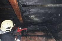 Na kácení májky v sobotu 27. května doplatili ve Lhotě u Pačlavic, kde padající máj přetrhala dráty elektrického napětí, které dopadly na střechu, která pak vzplála.