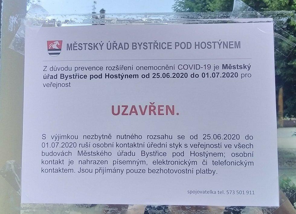 Nákaza koronavirem byla potvrzena i u jednoho zaměstnance Městského úřadu Bystřice pod Hostýnem.