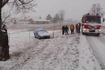 Sníh přinesl nehody, při té u Roštína se zranili tři lidé, z toho dvě děti