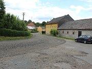 Dopravní komplikace mohou řidiči očekávat ve Chvalnově - Lískách až do konce října. Momentálně je uzavřená cesta z Lísek do Litenčic, po jejím dokončení se uzavírka přemístí ve směru na Chvalnov.
