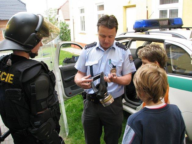 První soutěže připravili kroměřížští policisté pro děti ze základní školy v Žeranovicích.