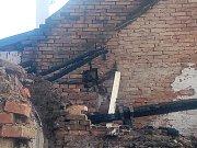 Sousední dům ve Chvalnově poškozený požárem