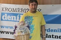 Výhercem jarní tipovací soutěže Deníku Tipliga 2014 se stal Petr Skypala z Lubné. Hlavní cenu v podobě dárokového koše si v redakci Kroměřížského deníku vyzvedl 9. července.
