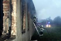Při požáru dílenské budovy v Holešově utrpěli zranění dva lidé