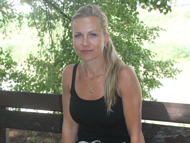 Eva Šlechtová je plavčicí na kroměřížském koupališti.
