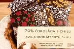 Chilli je pro hořkou čokoládu ideální kombinace. Kakao totiž ostrou chuť nepřebije.