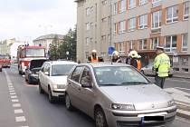 K řetězové srážce tří aut došlo ve středu 8. října v ulici 1.Máje v Kroměříži.