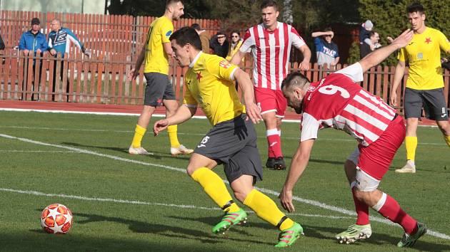 Hanácká Slavia Kroměříž (ve žlutém) proti Spartaku Hulín