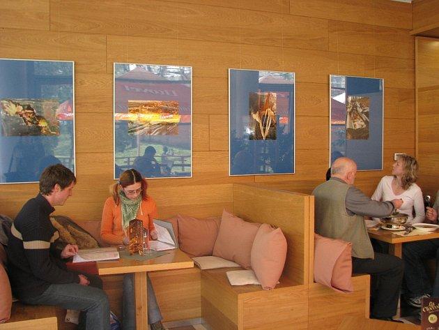Jan Bureš ml. představil v kavárně Scéna v Kroměříži své fotografie.