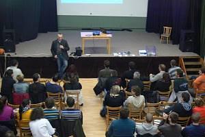 Beseda s názvem Dopravní prostředky v praxi pod vedením Petra Jaroše a záštitou Strany svobodných občanů se uskutečnila ve čtvrtek osmadvacátého února v Klubu Starý pivovar v Kroměříži.