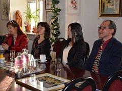 Na holešovské radnici přivítali v neděli 27.3. delegaci hostů z Japonska.