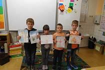Děti ze ZŠ Roštín pomáhají tím, že čtou.