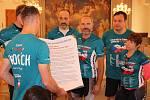 Účastníci akce s názvem Cykloběh za ČR bez drog navštívili v úterý Kroměříž.