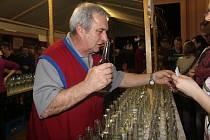 V sobotu se v Koryčanském kultrním domě koštovala slivovice. Mezi 714 vzorky pálenky nechyběla trnka, meruňka a hruška. Návštěvníci ochutnali i netradiční vzorky anýzovky, kalvadosu i třeba ořechovky.