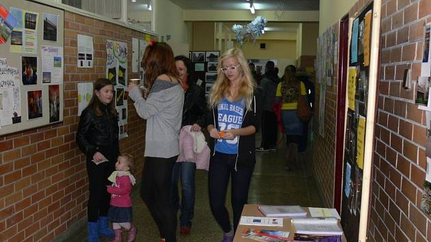 Čtyřicet let existence oslavila v sobotu Základní škola Slovan v Kroměříži. Školu během dne navštívili současní žáci s rodiči, absolventi i bývalí učitelé.