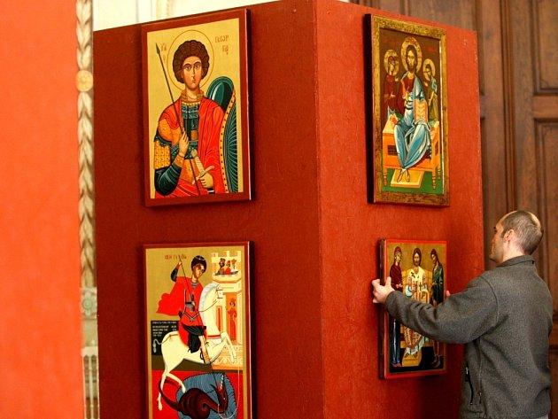 Instalace výstavy Bulharské ikony v Arcibiskupském zámku v Kroměříži.