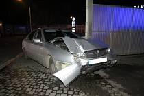 Mladý řidič naboural v pátek 27. listopadu v opilosti myčku u benzinové stanice v Kroměříži.
