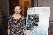 V Záhlinicích u Hulína probíhá výstava o vývoji železnici, která protínala i Zlínský kraj. Na snímku autorka výstavy Alena Borovcová.