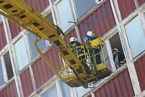 Cvičení hasičů v bývalé ubytovně společnosti Ton v Bystřici pod Hostýnem