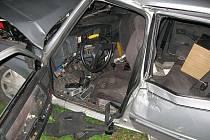 Těžká dopravní nehoda se stala v pondělí večer u Dobrotic na Holešovsku. Mladý devatenáctiletý řidič osobního auta značky Peugeot jel vysokou rychlostí po cyklostezce do chatové oblasti, když havaroval mimo cestu.